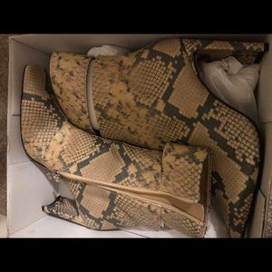 Topshop snakeprint leather booties size 9